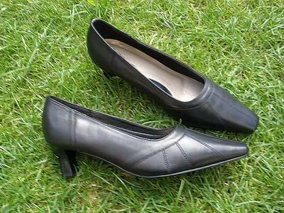 080801_shoes4b.jpg
